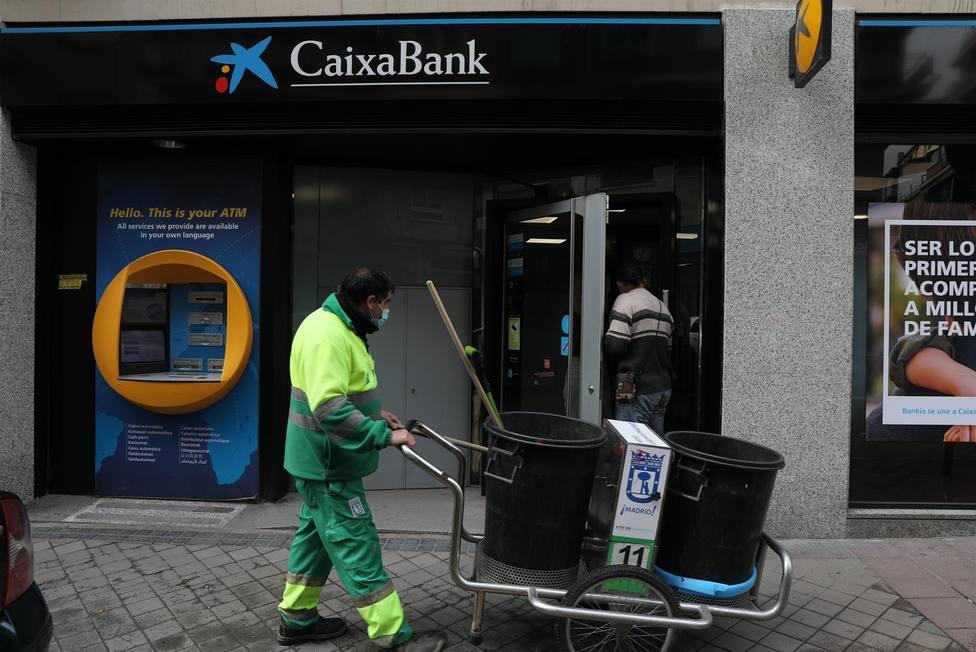 Una oficina de CaixaBank en Madrid - Isabel Infantes - Europa Press - Archivo