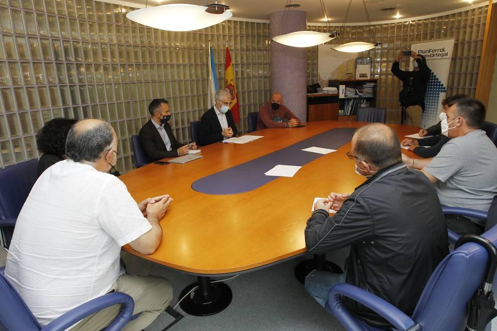 Conde se reunió con los representantes sindicales para abordar el futuro del sector naval - FOTO: Xunta
