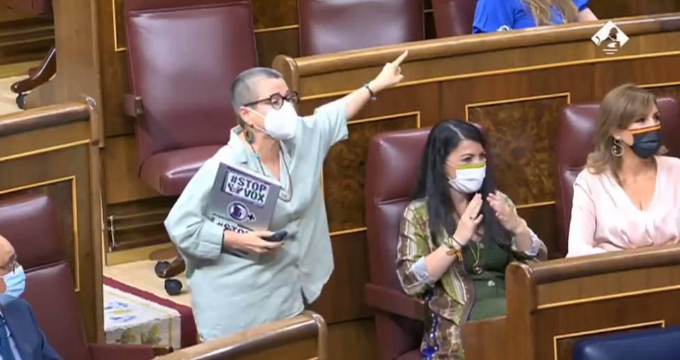Críticas a Meritxell Batet por lo que ha hecho cuando una diputada de ERC gritaba frente a Macarena Olona
