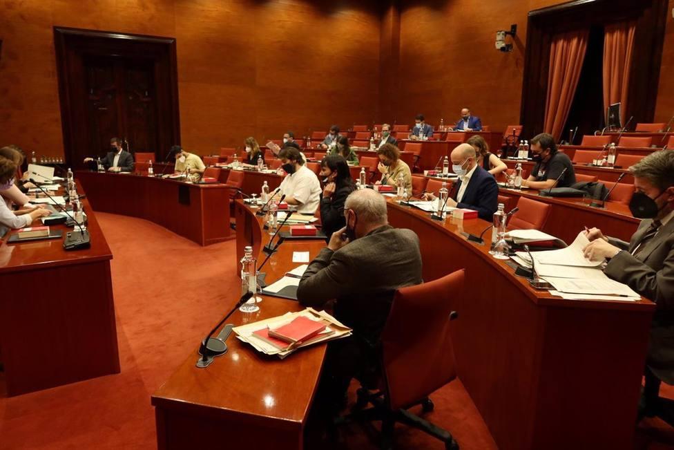 El Parlamento catalán reparte las presidencias de las comisiones y deja fuera a Vox y Cs