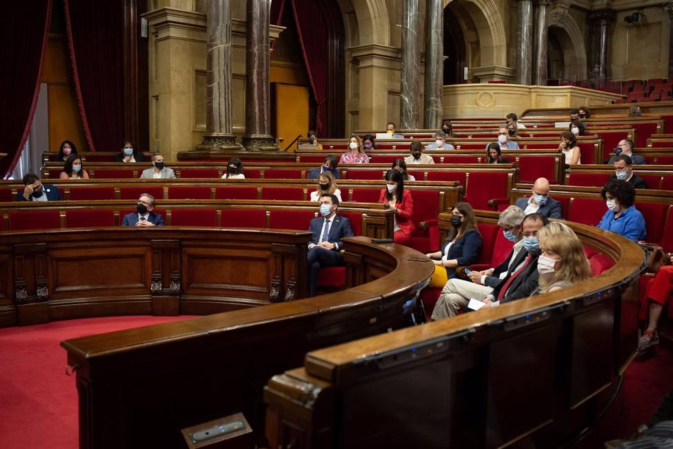 El Parlament pide por unanimidad que Aragonès comparezca por la quinta ola de Covid-19