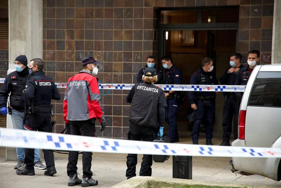 Los cuerpos sin vida de una mujer y un hombre localizados esta mañana en un piso de Vitoria
