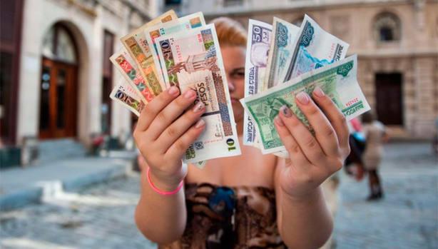 Esta situación ha provocado una fuerte afluencia a los bancos y casas de cambio
