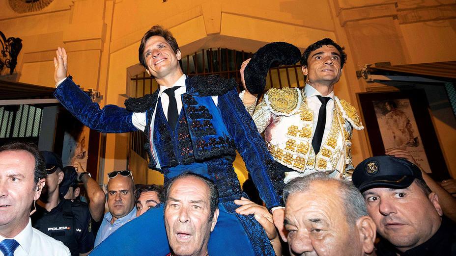 El Juli y Paco Ureña en su salida a hombros este lunes en Murcia