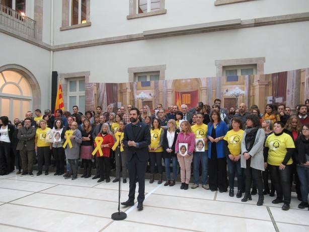 Torrent, consellers y trabajadores del Parlament protestan por la injusta cárcel a Forcadell