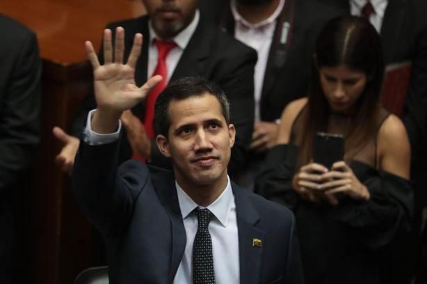 El Parlamento venezolano se declara en emergencia por la jura de Maduro