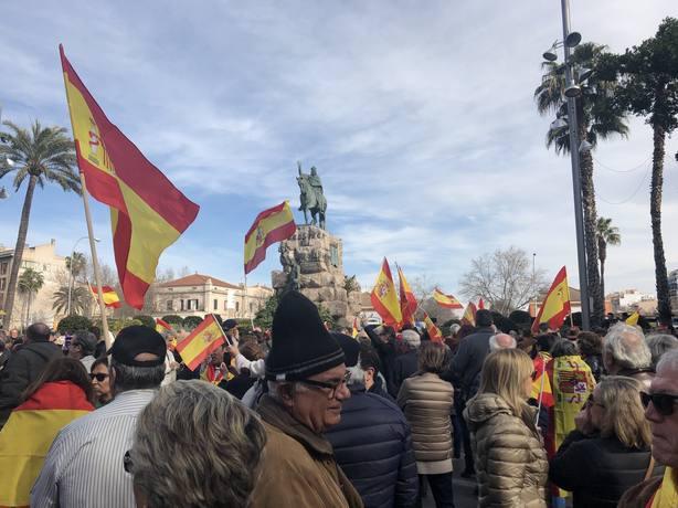 Cerca de 900 personas se congregan en Plaza España de Palma para defender la unidad de España