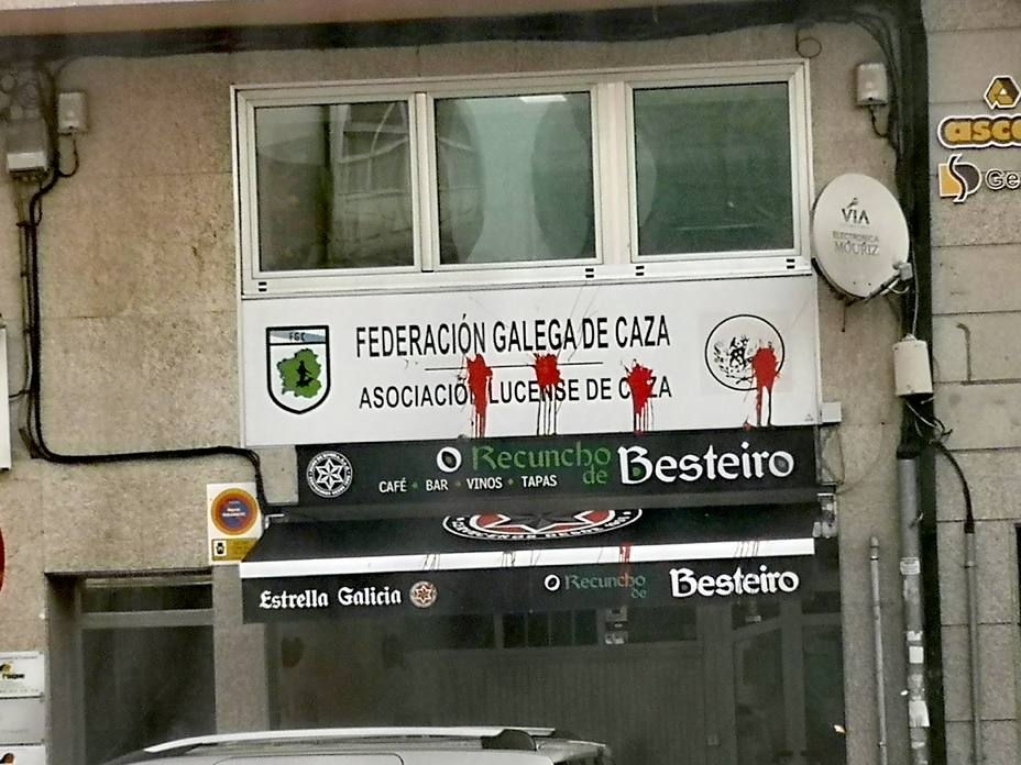 """La Federación de Caza denuncia """"los actos vandálicos"""" en su sede de Lugo"""
