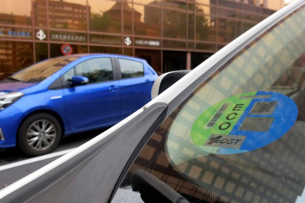 Madrid multa con 15 euros al vehículo que no lleve el distintivo de la DGT