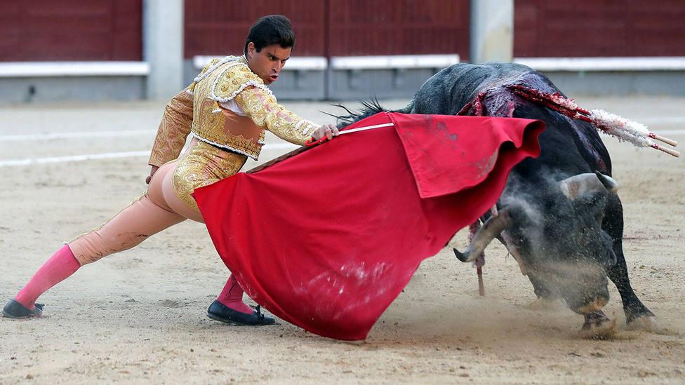 Inicio de faena de Rubén Pinar al cuarto toro de La Quinta, el mejor ejemplar de la tarde
