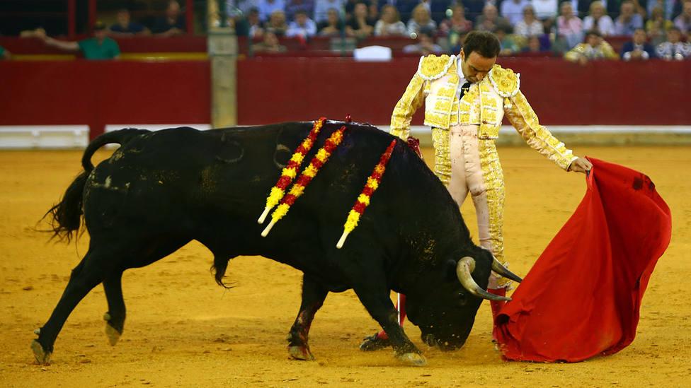 Natural de Enrique Ponce a su segundo toro de Juan Pedro Domecq este jueves en Zaragoza