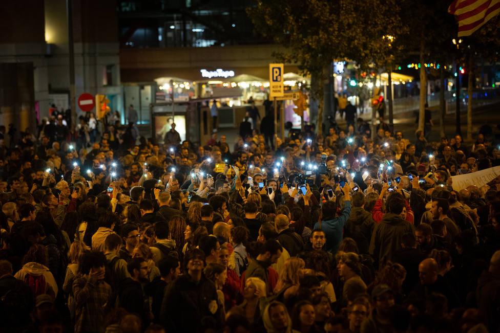 Los CDR desconvocan la concentración en plaza Espanya en la que han tirado jabón a la fuente y la calzada