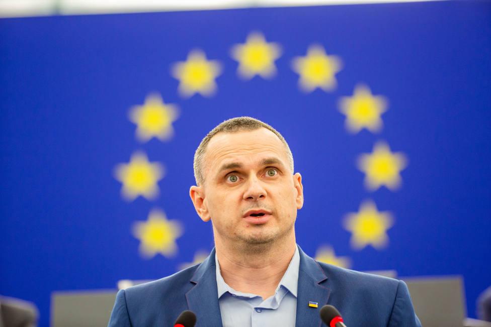 El cineasta ucraniano Oleg Sentsov carga contra Putin al recoger el premio Sajarov de la Eurocámara