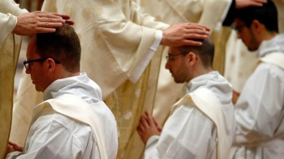 Una contribución al celibato sacerdotal en obediencia filial al Papa