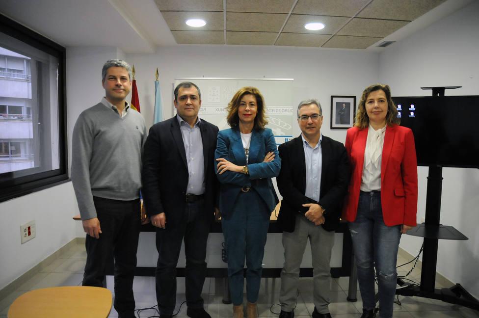 La delegada de la Xunta, Marisol Díaz, acompañada por los alcaldes de Monterrei y Pereiro de Aguiar, durante l