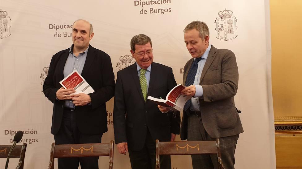El autor, Fernando García-Moreno; el presidente de la Diputacion de Burgos, César Rico y el cronista de la pro