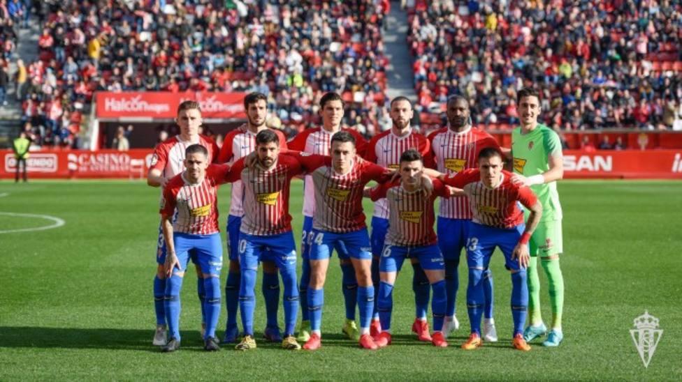 Once titular del Sporting en un partido de esta temporada en El Molinón.