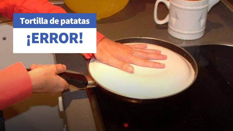 El utensilio de cocina con el que nunca más sufrirás dándole la vuelta a la tortilla de patatas