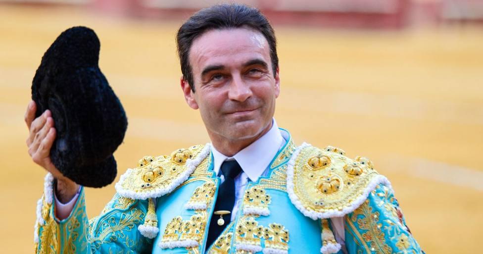 Enrique Ponce lleva un paso más allá su amor por Ana Soria y sorprende con este gesto delante del toro