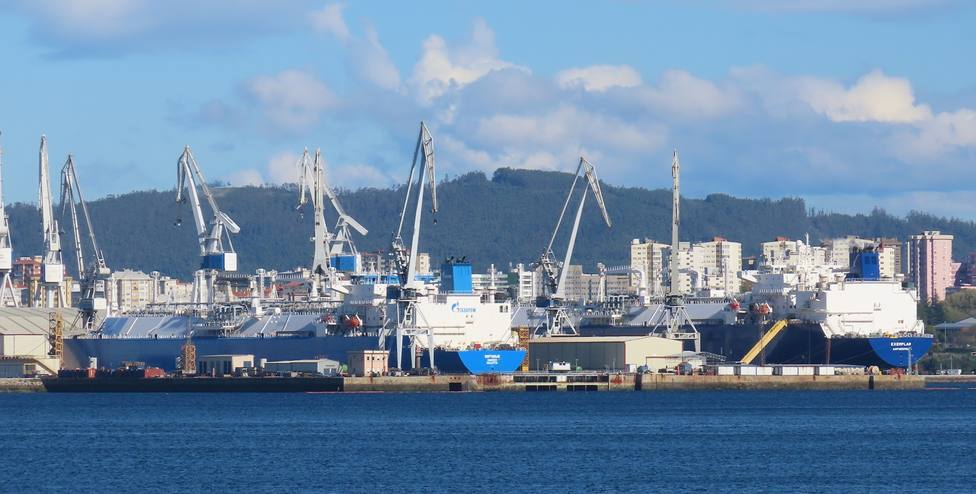 Foto de archivo de dos buques gaseros en la zona de Carenas en Navantia Ferrol - FOTO: Jose R. Montero