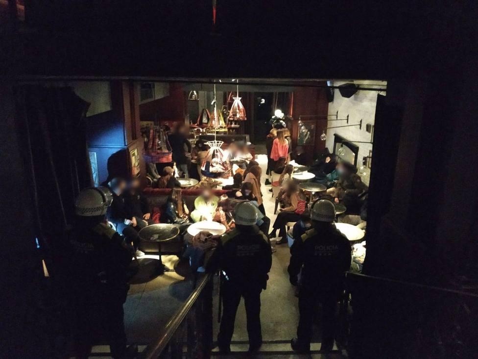 AMP.- Coronavirus.- La Guardia Urbana desaloja dos fiestas de más de 60 personas en Barcelona