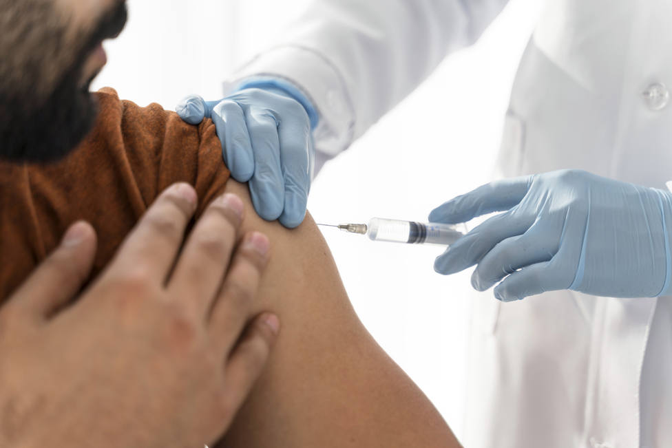 ctv-ufo-man-being-vaccinating-by-doctor-close-up