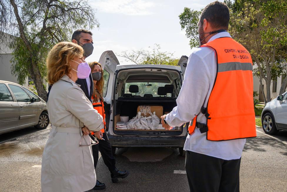 Así ayuda la Unidad de Calle a las personas sin hogar de Almería