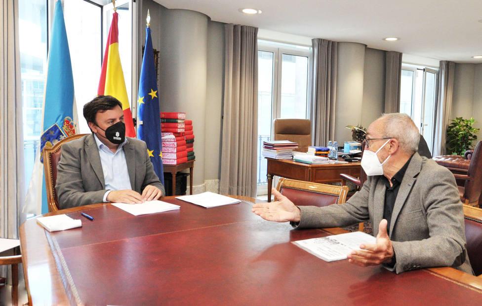 Valentín González Formoso con presidente de SOS Sanidad Pública, Xosé Dios. FOTO: Diputación Coruña