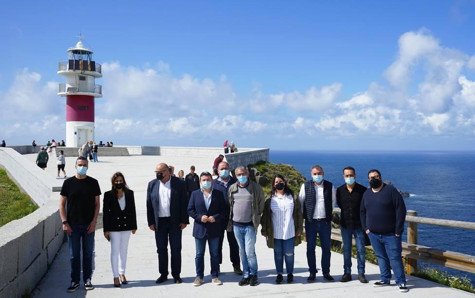 Inés Santé con alcaldes de la zona. FOTO: Xunta Galicia