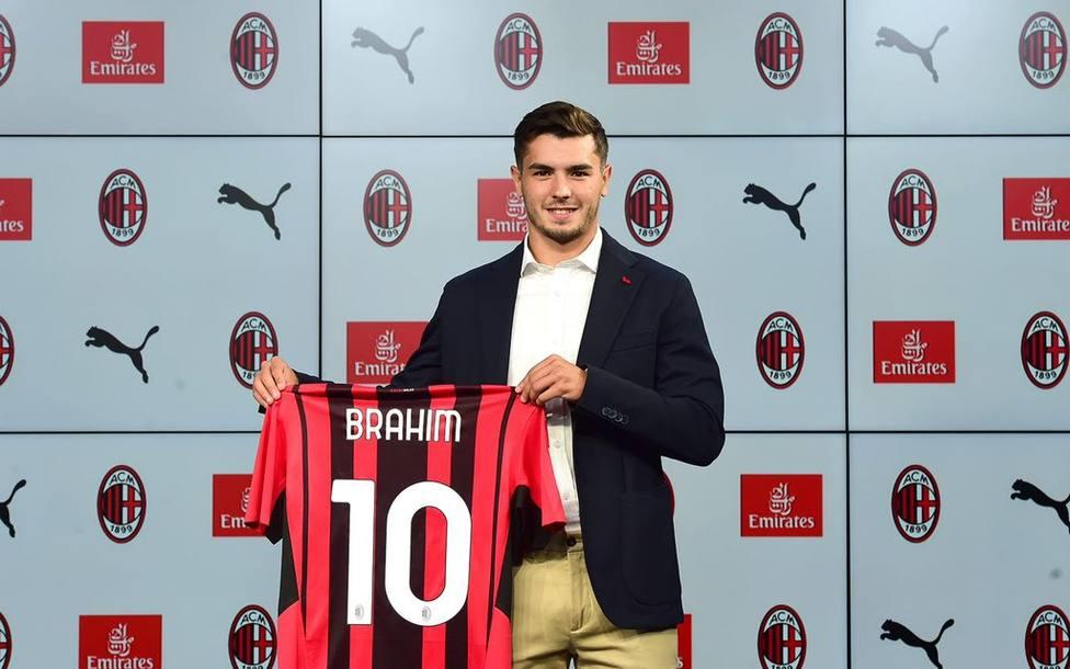 Brahim en su presentación como jugador del AC Milan.