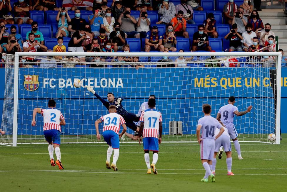 El Barcelona vence al Girona en el estreno de Depay