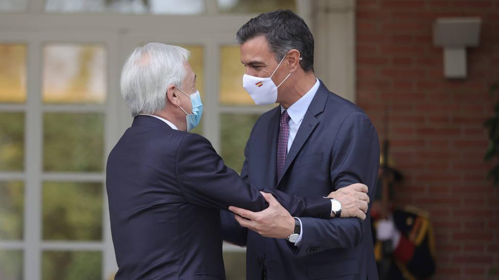Sánchez le traslada a Piñera su apoyo al proceso constituyente en Chile