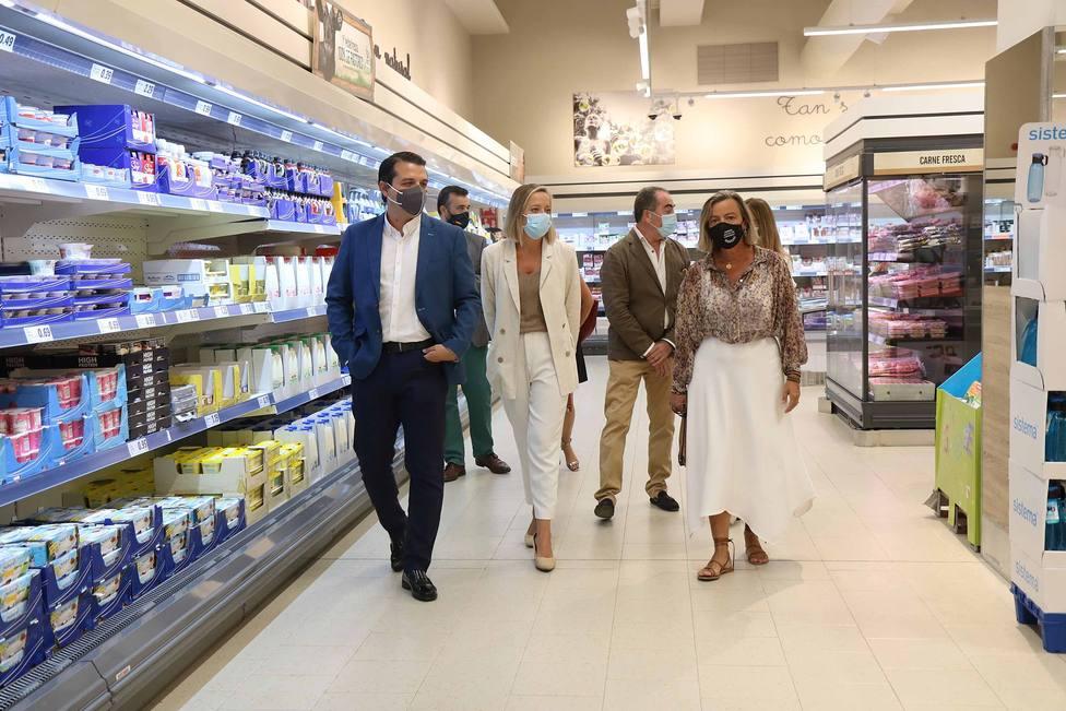 El alcalde de Córdoba, visita la nueva tienda de Lidl en carretera de Trassierra