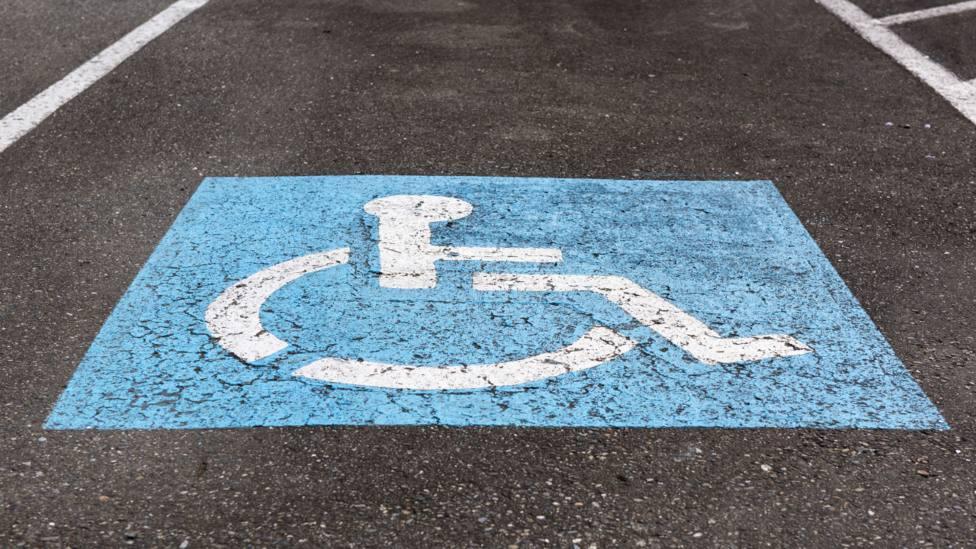 Foto de archivo de una plaza destinada a personas con movilidad reducida