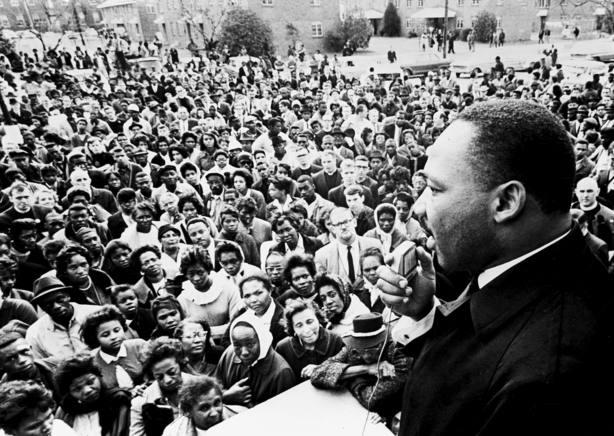 Martin Luther King se dirige a miles de seguidores en Selma (Alabama)