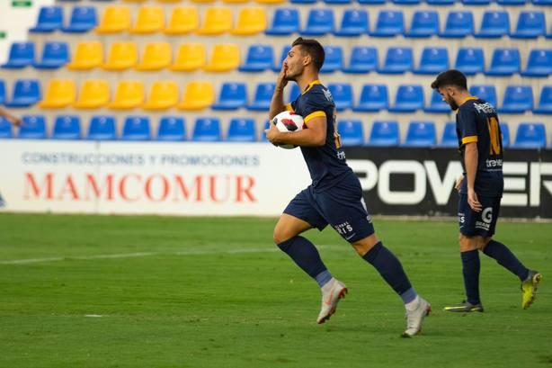 UCAM Murcia CF suma un nuevo triunfo remontando ante Don Benito (2-1)