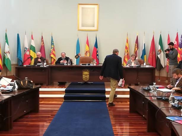 El PP acusa a Campos de multiplicar el sueldo de un cargo socialista en la Diputación y este lo niega
