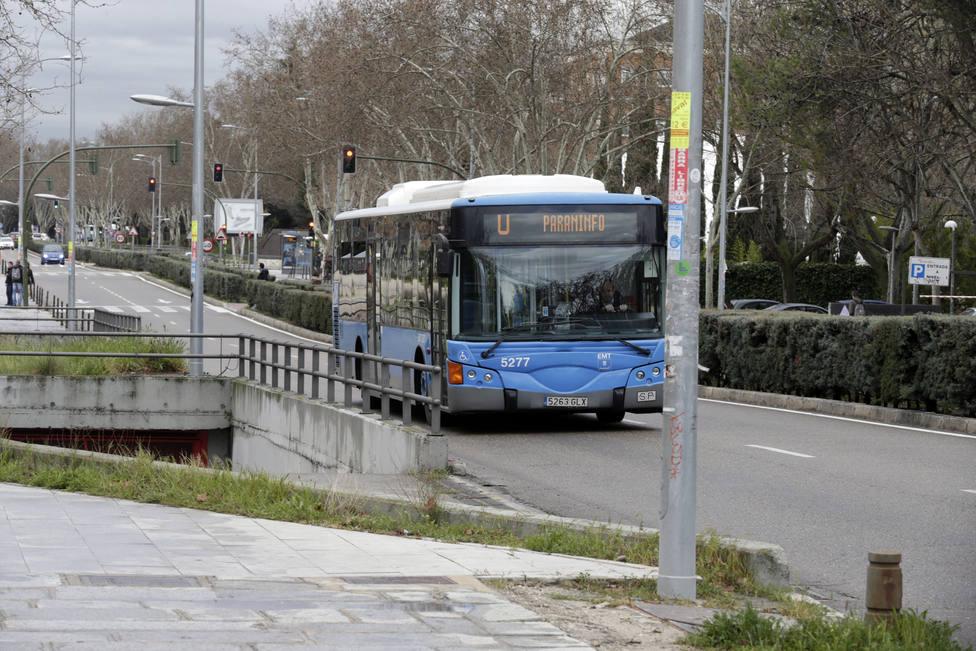 Detenido por golpear y proferir insultos racistas a una mujer negra en un autobús de Madrid