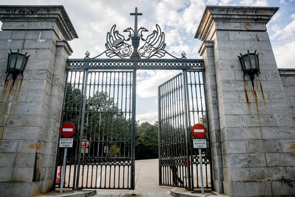 La Guardia Civil impide el acceso a un grupo de personas que quería entrar en el Valle de los Caídos para ir a una misa