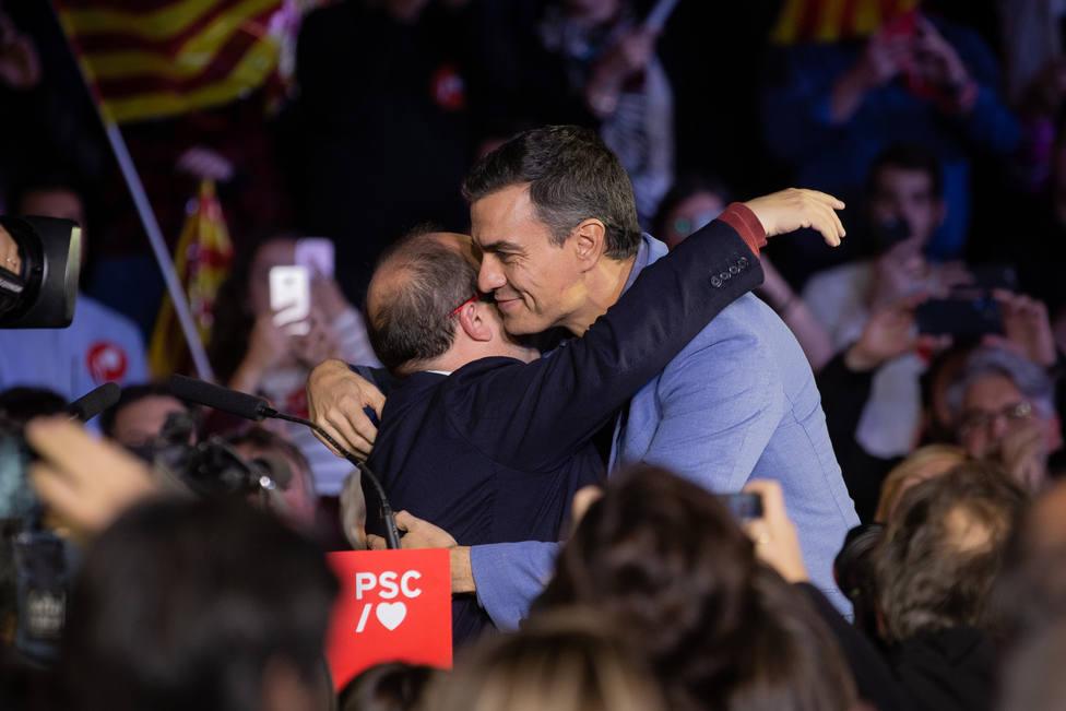 Sánchez llega a la sede del PSOE para seguir el escrutinio