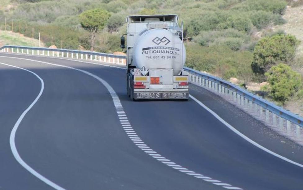 Un turismo y un camión chocan en la N-232 en San Asensio