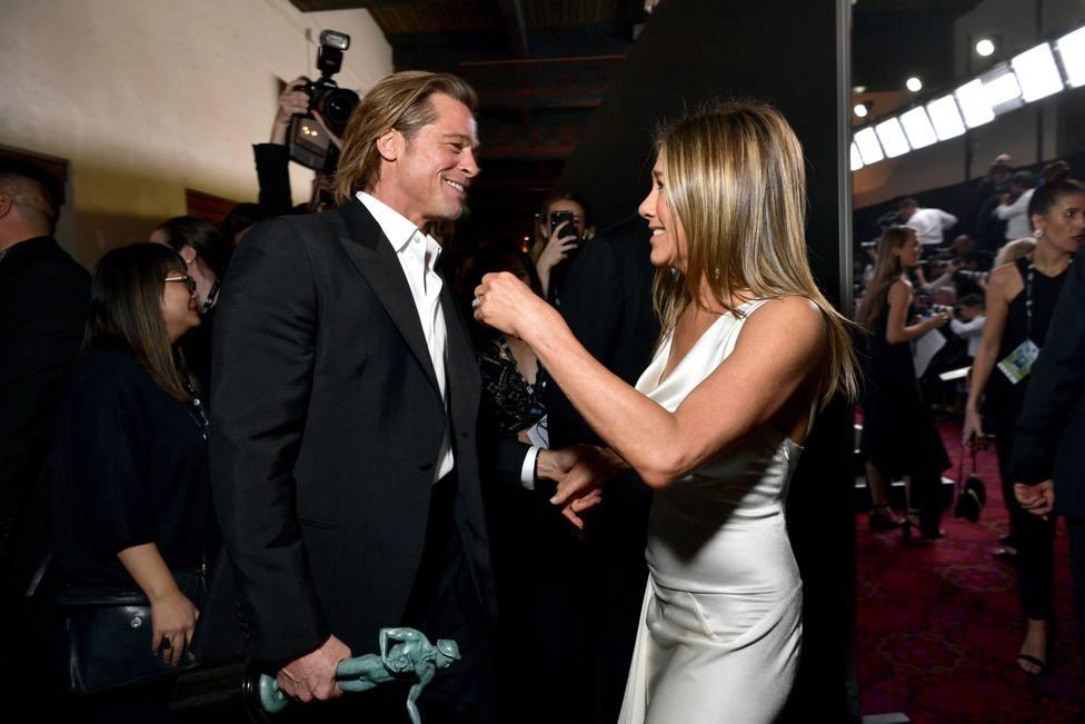 Momentazo: Brad Pitt y Jennifer Aniston se abrazan entre bambalinas en un reencuentro muy emotivo