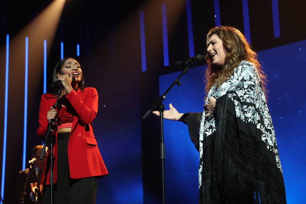 Nia y Estrella Morente durante su actuación de Operación Triunfo