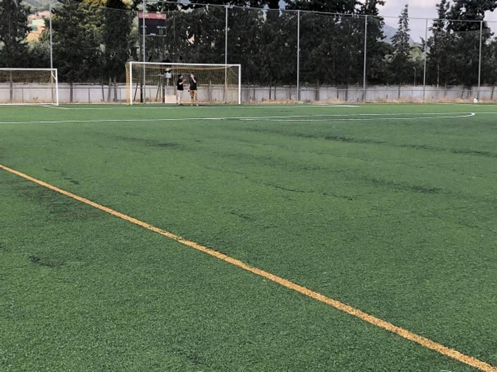 Deportes mejorará el campo de fútbol de Beniaján con la reparación del césped artificial