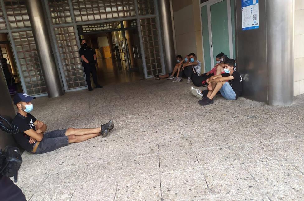17 argelinos protagonizan la cuarta fuga de inmigrantes del Cabezo Beaza
