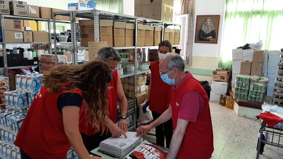 servicio de reparto de alimentos realizado por Cáritas Menorca durante los meses de verano