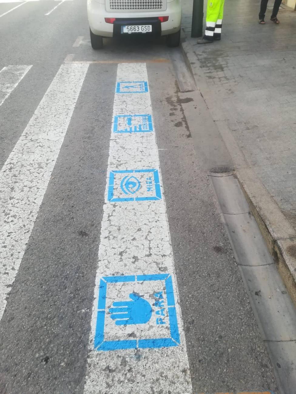 Pasos de peatones en Águilas con pictogramas para personas con TEA