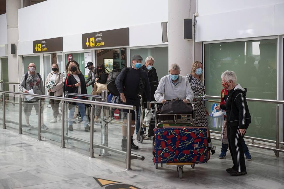 La llegada de turistas internacionales se hunde 90,2% en noviembre, según el INE