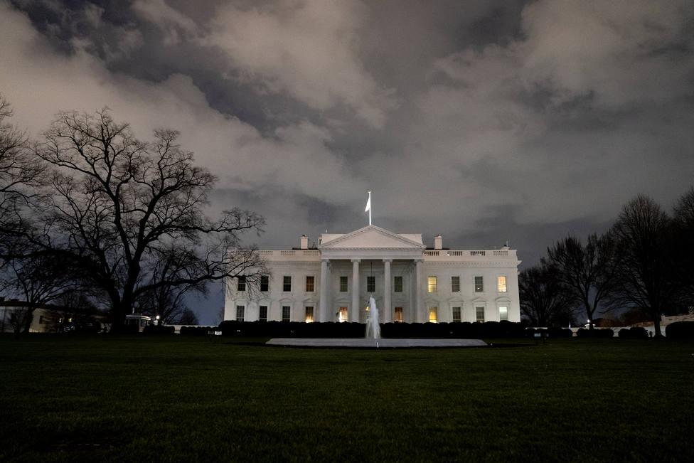 La Casa Blanca suspende una semana a un portavoz que amenazó con destruir a una periodista