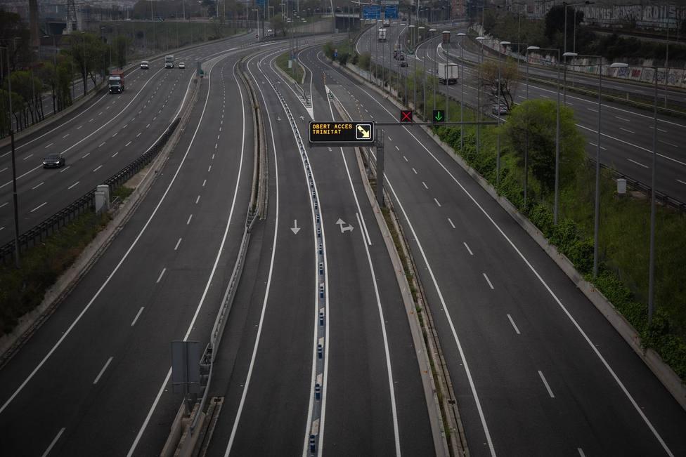 Carretera sin apenas tráfico en la entrada de Barcelona - David Zorrakino - Europa Press - Archivo